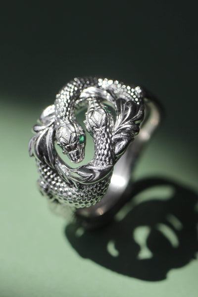 Ring of Barahir in white gold, two snakes ring with emeralds - Eden Garden Jewelry