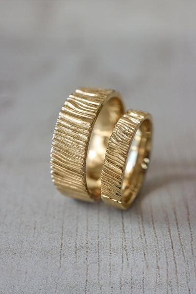 Wood textured ring, 7 mm wedding band for man - Eden Garden Jewelry