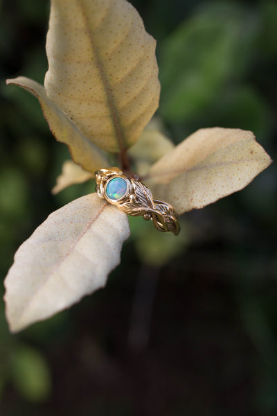 Leaves engagement ring with opal / Cornus round cabochon - Eden Garden Jewelry
