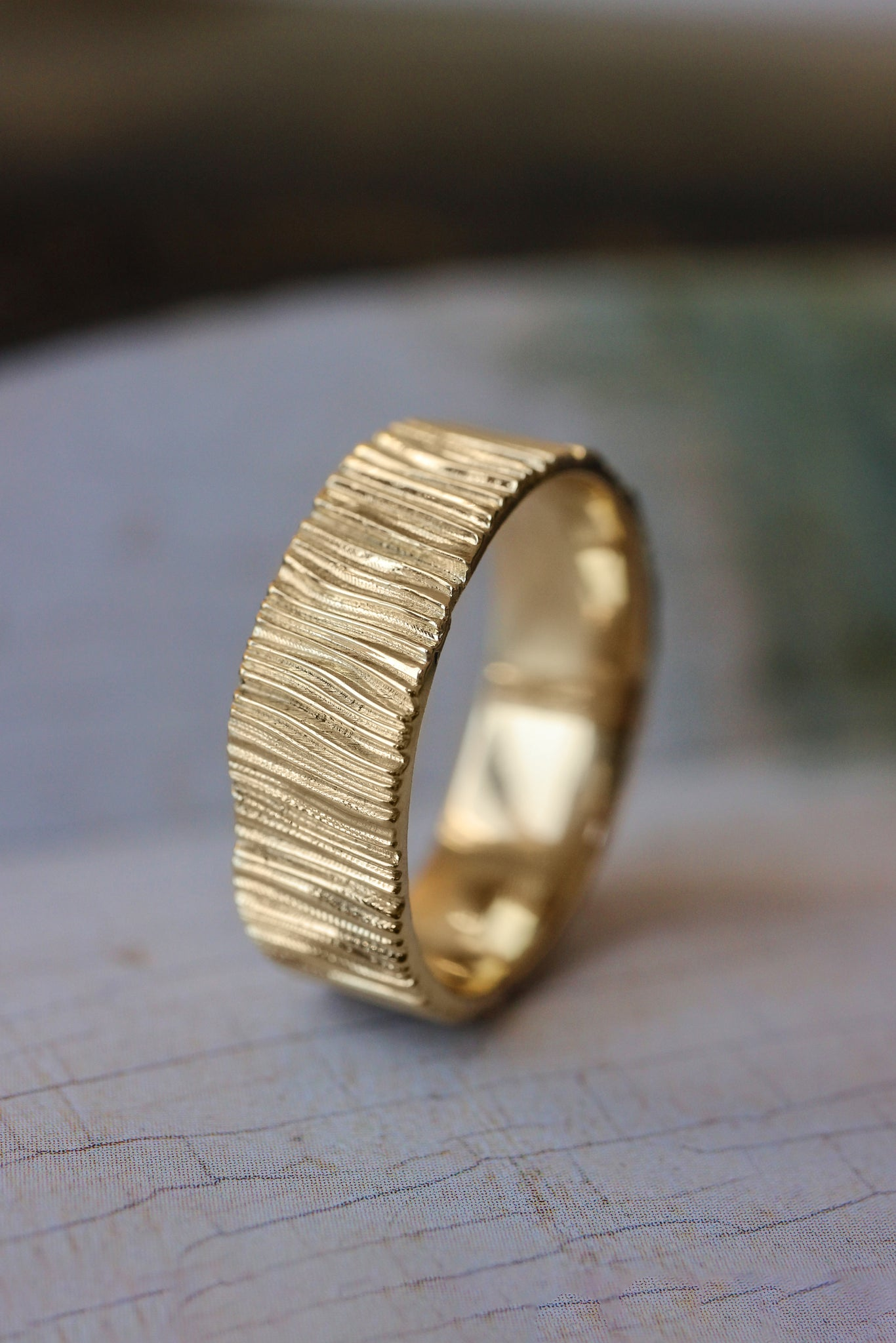 Wood textured ring, 7 mm wedding band for man - Eden Garden Jewelry™
