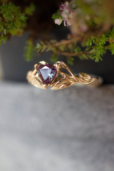 Lab alexandrite ring, trillion cut / Clematis - Eden Garden Jewelry™