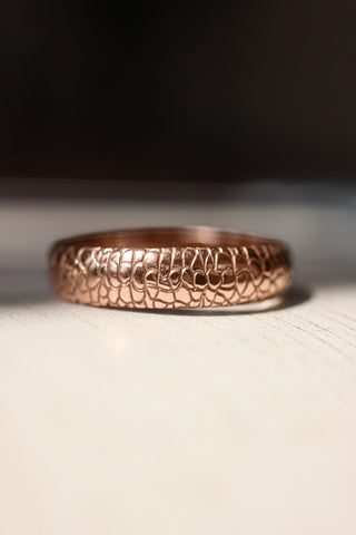 Reptile skin ring, 5 mm wedding band for man - Eden Garden Jewelry