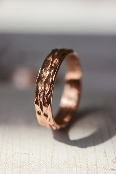 Waves textured ring, 4 mm wedding band for woman - Eden Garden Jewelry™