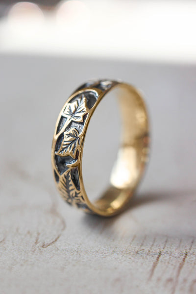 Black and gold wedding band for man, ivy leaves ring - Eden Garden Jewelry™