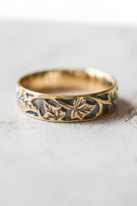Black and gold wedding band for man, ivy leaves ring - Eden Garden Jewelry