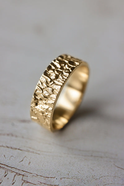 Rock textured ring, 7 mm wedding band for man - Eden Garden Jewelry™