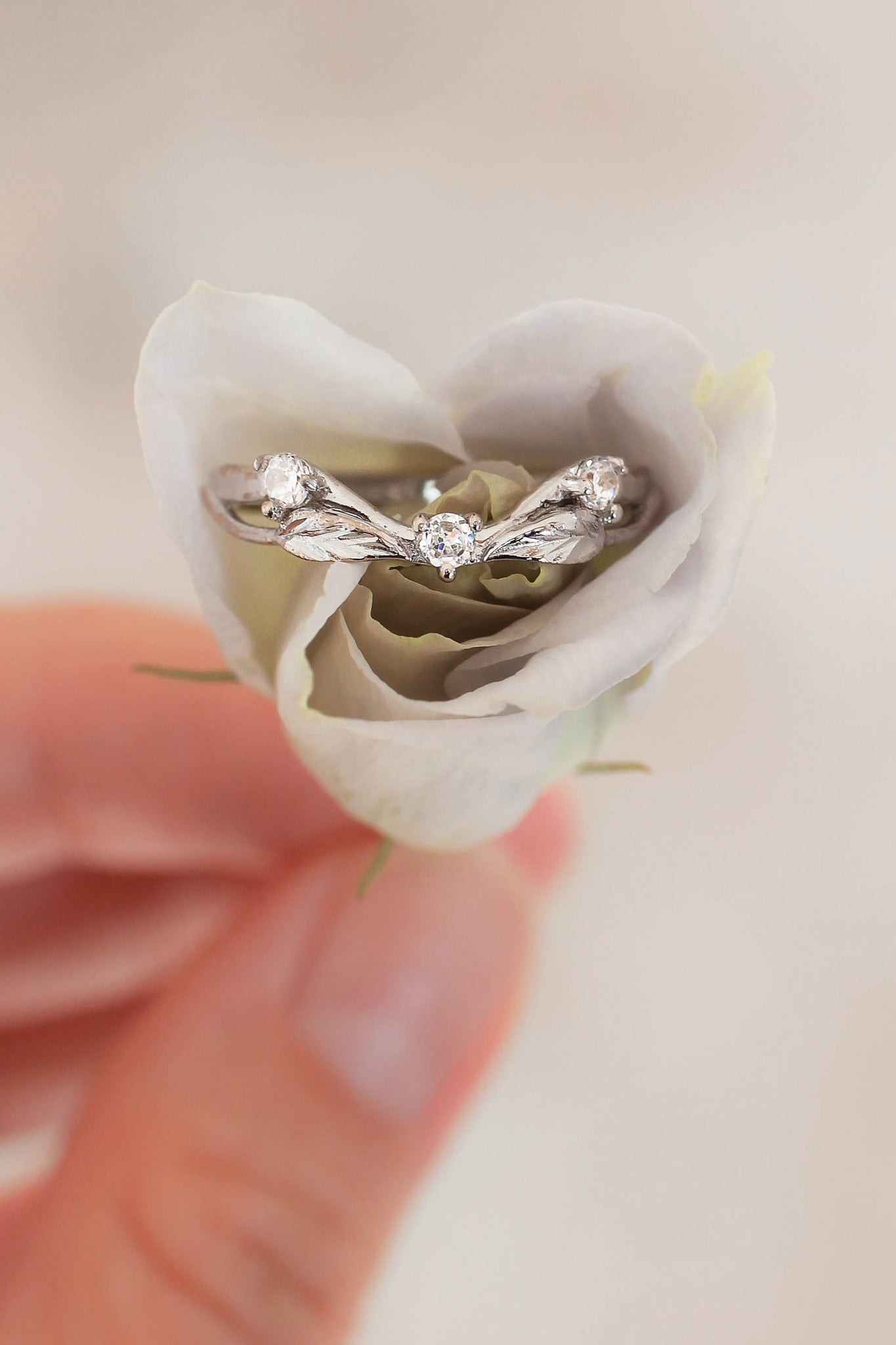 Curved wedding ring with three diamonds - Eden Garden Jewelry