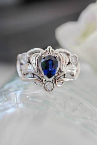 Art Nouveau ring with lab sapphire and moissanites - Eden Garden Jewelry™