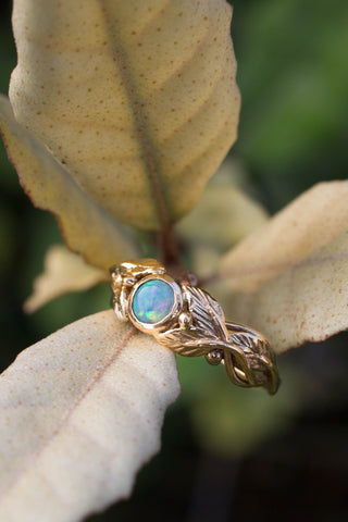 Leaves engagement ring with opal / Cornus round cabochon - Eden Garden Jewelry™