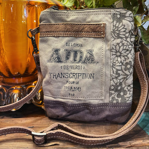 Aida floral passport bag