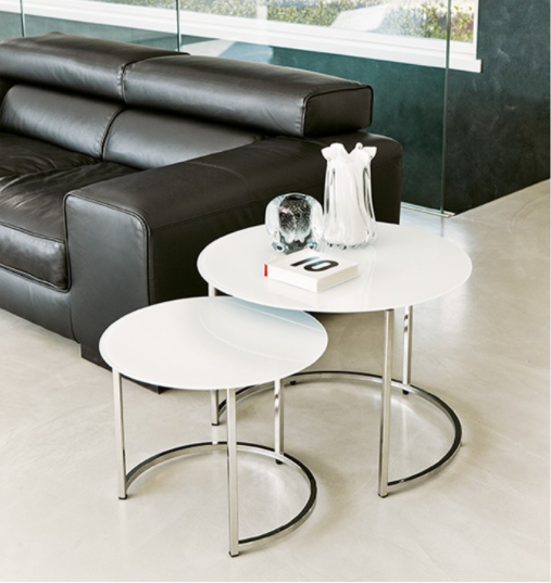 Pair of coffee tables with structure in chrome-plated metal.