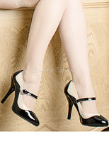 Load image into Gallery viewer, Two Tone Cream & Black Heels