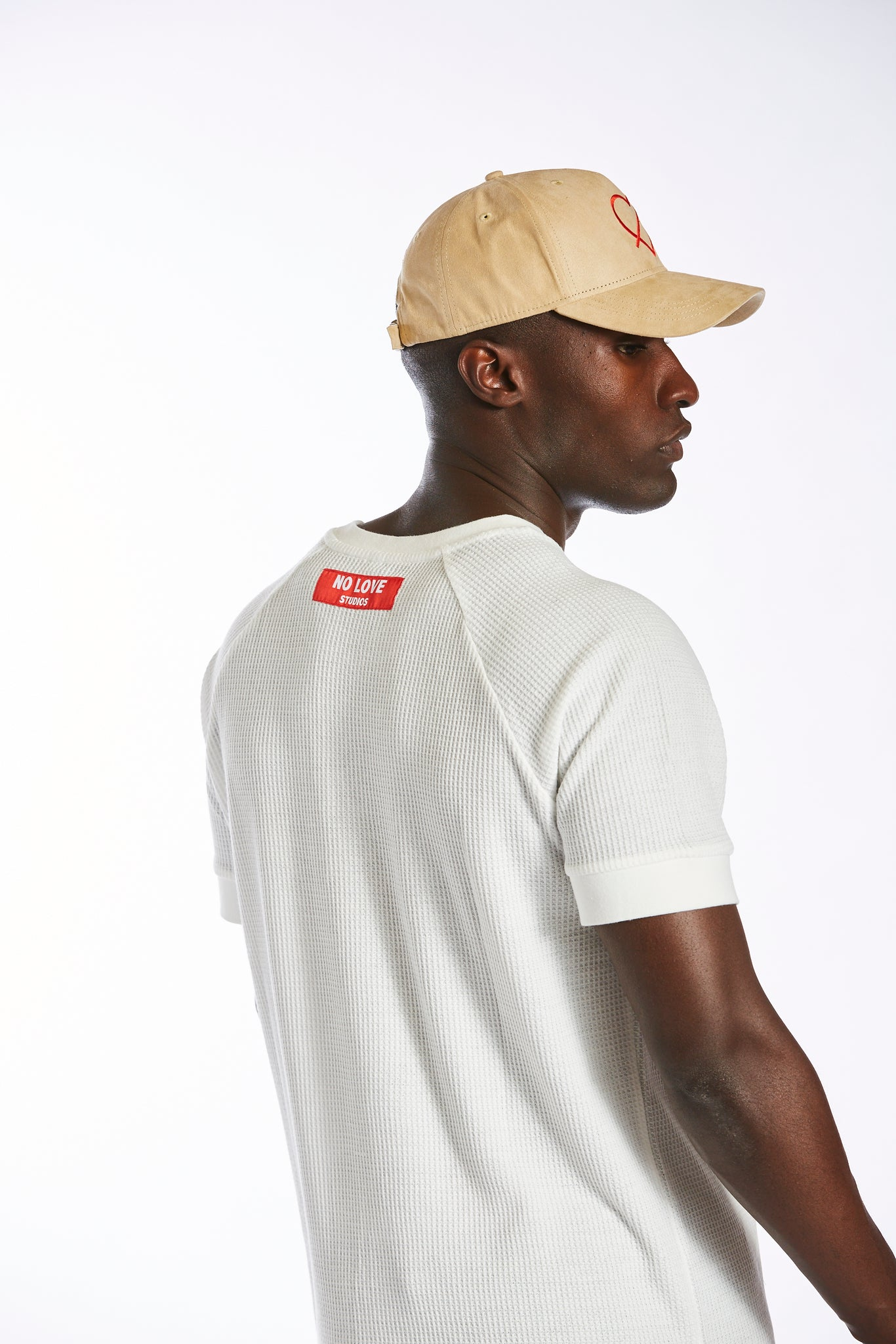 BEIGE NO LOVE VELOUR CAP