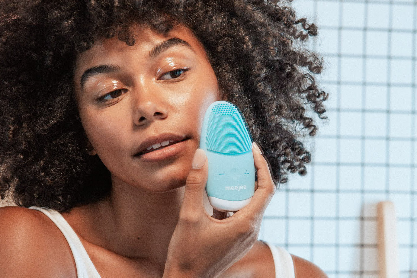 meejee silicone facial cleanser machine to clean face