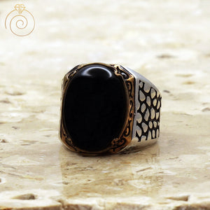 Cabochon-black-gemstone-mens-ring