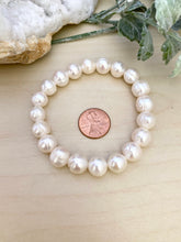 Load image into Gallery viewer, Freshwater Pearl Bracelet with Large White Pearls