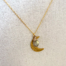 Load image into Gallery viewer, Labradorite and Crescent Moon pendant necklace