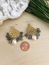 Load image into Gallery viewer, Pearl and Labradorite filigree earrings