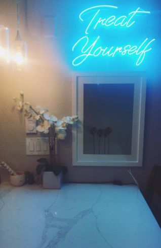 Treat Yourself | Classic Neon Sign