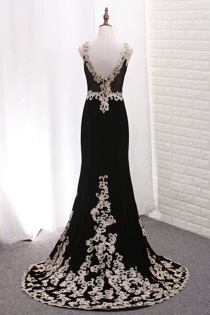 V Neck Mermaid Velvet Evening Dresses With Applique Sweep Train