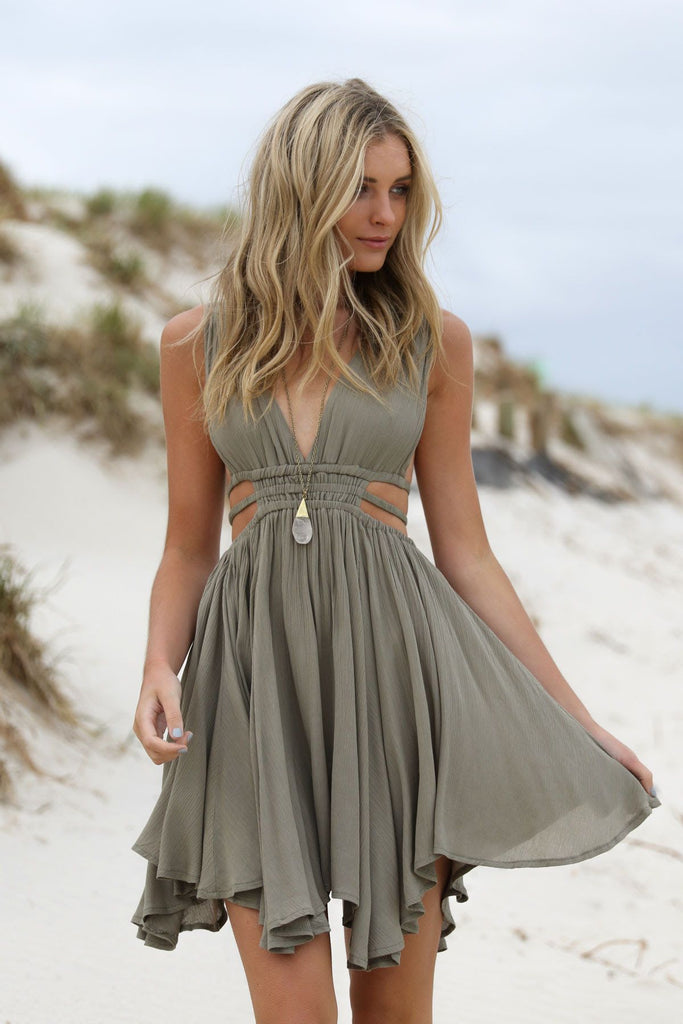V Neck A Line Open Back Short/Mini Homecoming Dress With Ruffles