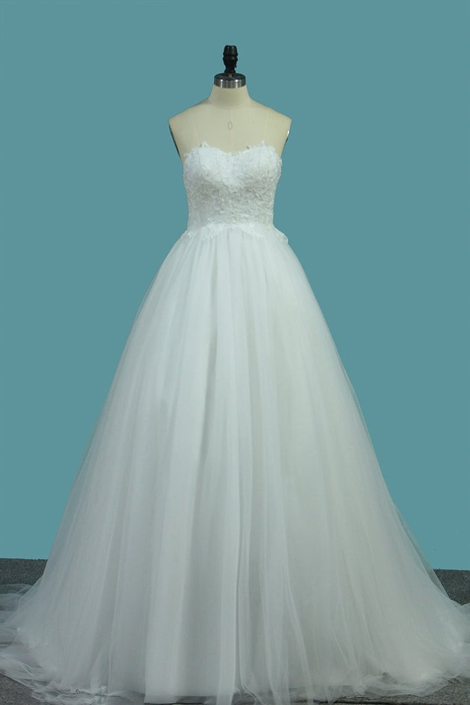 A Line Sweetheart Tulle Wedding Dresses With Appliques Sweep/Brush Train