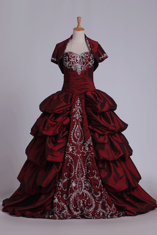 Ball Gown Sweetheart Quinceanera Dresses Taffeta With Embroidery Burgundy/Maroon