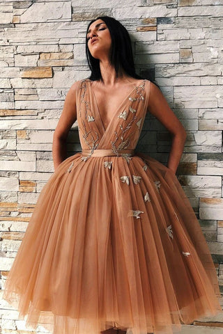 Ball Gown Tulle V Neck Homecoming Dresses with Appliques, Short Prom SJS20392