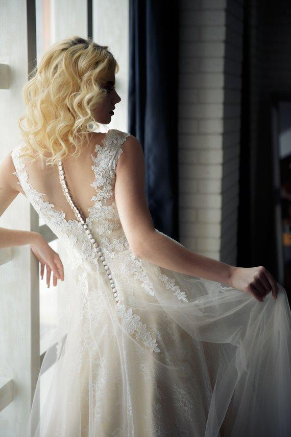 A Line Tulle Ivory Sweetheart Lace Wedding Dresses Appliques Wedding Gowns JS502