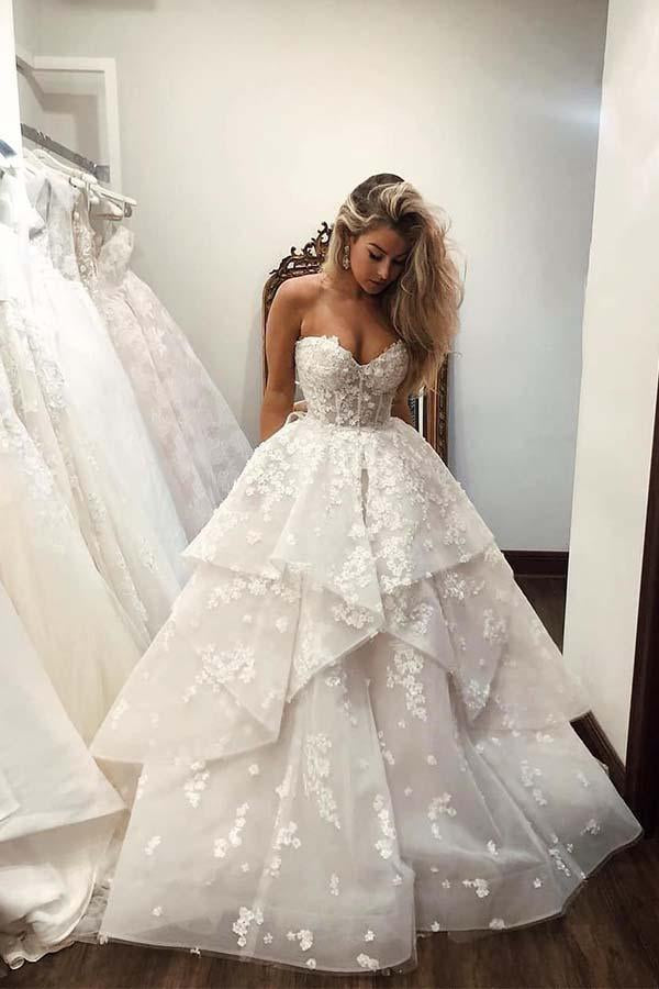 Ball Gown Sweetheart Strapless V Neck Ivory Tulle Wedding Dress with Flowers W1086