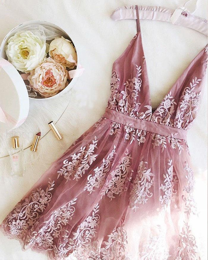 Cheap Light Purple Lace Appliqued Spaghetti Straps Deep V Neck Homecoming Dresses H1237
