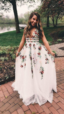 Fashion A Line Deep V Neck Backless Ivory Lace Prom Dress with Appliques JS567
