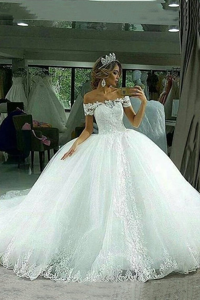 Ball Gown Wedding Dresses Boat Neck Tulle With Applique Court Train