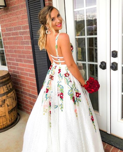 A Line Elegant V Neck Lace Prom Dresses Backless Party Dresses with Flowers