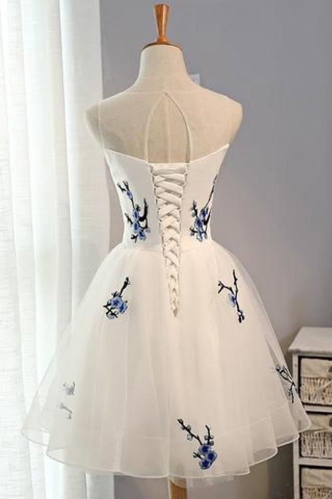 A Line White Embroidery Short Knee-length Tulle Sleeveless Open Back Homecoming Dress JS211