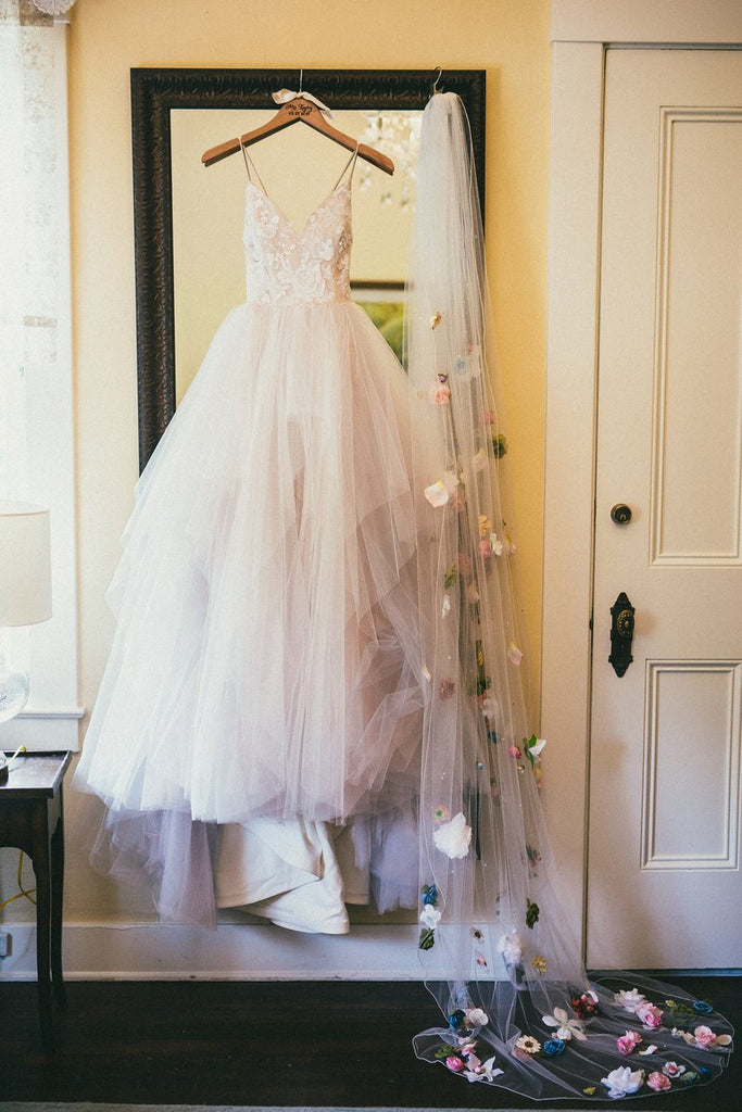 Princess Spaghetti Straps V Neck Tulle Long Wedding Dresses