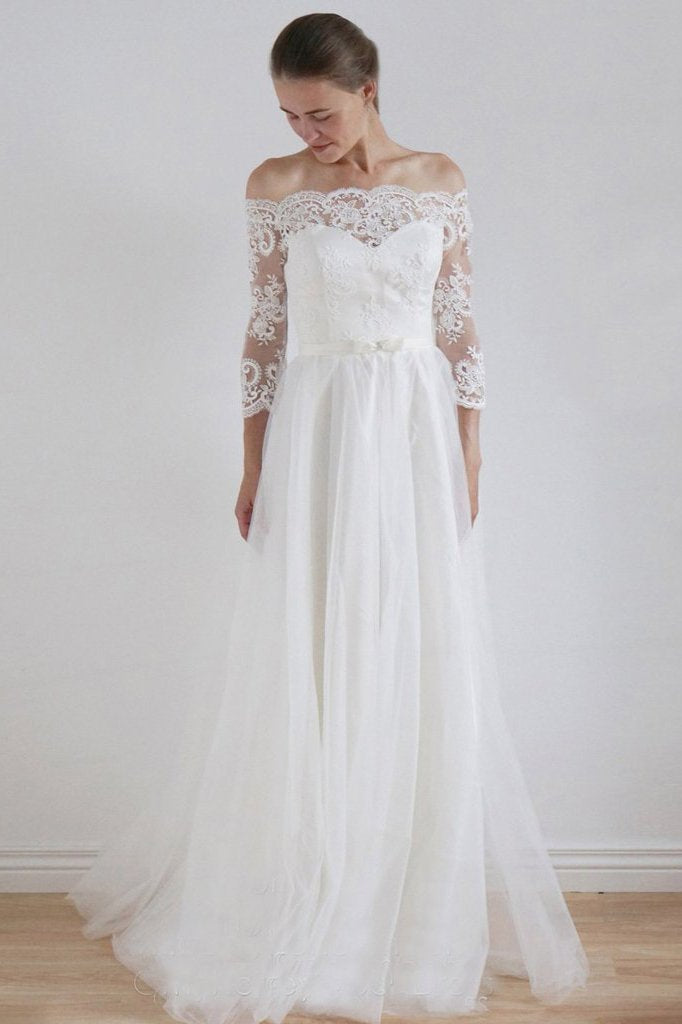 2019 A-Line Lace Scoop 3/4 Sleeve Appliques Tulle Floor-Length White Button Wedding Dresses JS176