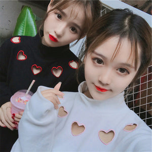 HARAJUKU HEART CUTOUT TURTLENECK SWEATSHIRT (BLACK/WHITE)