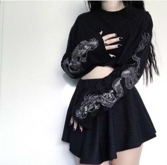 Harajuku Embroidered Dragon Long Sleeve Cropped T-shirt (Black)