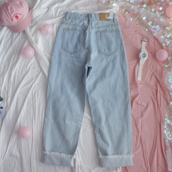 HEART EMBROIDERED MOM JEANS
