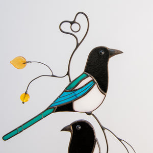 Zoomed stained glass upper magpie