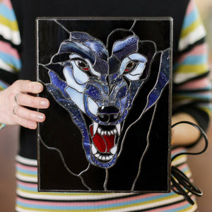 Stained glass lamp depicting wolf with fangs