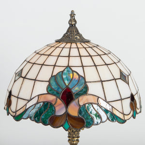 Zoomed lamp shade of Tiffany bedside lamp