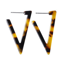 Load image into Gallery viewer, Beiby Bamboo Drop Earrings E991 brown Tortoise Shell Earrings