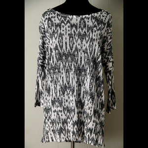 Black & White Tribal Print Blouse (S/M)