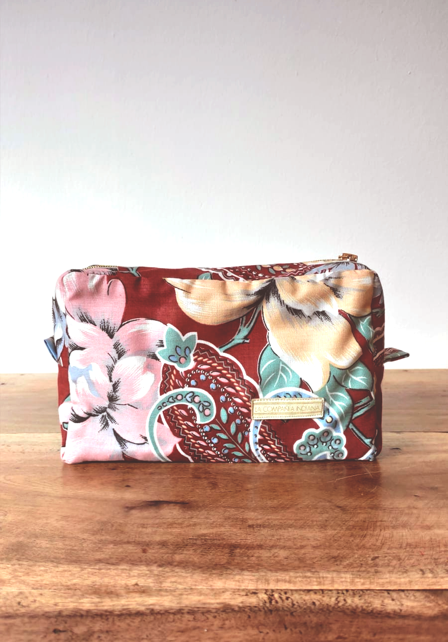 <transcy>Tuscany toiletry bag</transcy>