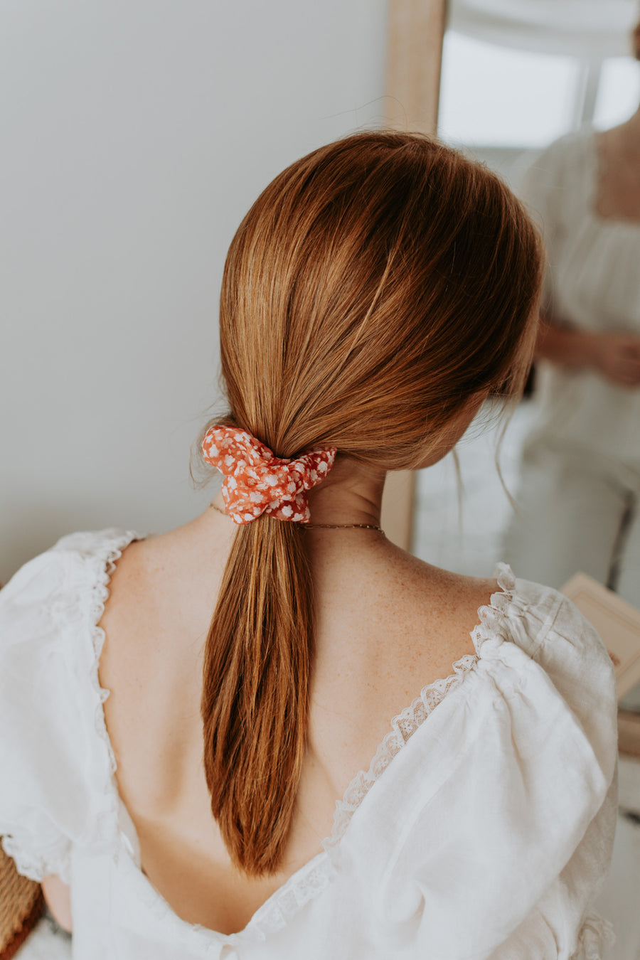 <transcy>Binibeca red scrunchie</transcy>