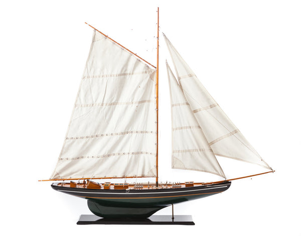 Large-Scale Pond Yacht Model
