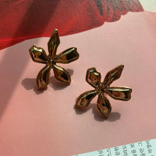 Load image into Gallery viewer, Flora Golden Earrings - Twice Shy