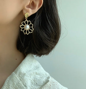 Daisy Drop Earrings - Twice Shy